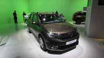 Nuova Dacia Logan MCV: il facelift della wagon debutta a Parigi [FOTO LIVE]