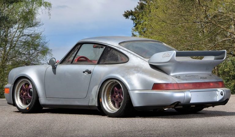 C'è una Porsche introvabile in vendita con appena 10 km percorsi, ed è in Italia