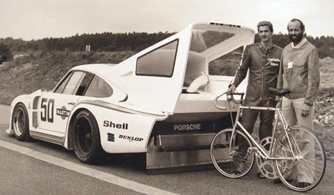 Battere il record di velocità in bici nella scia di una Porsche 935
