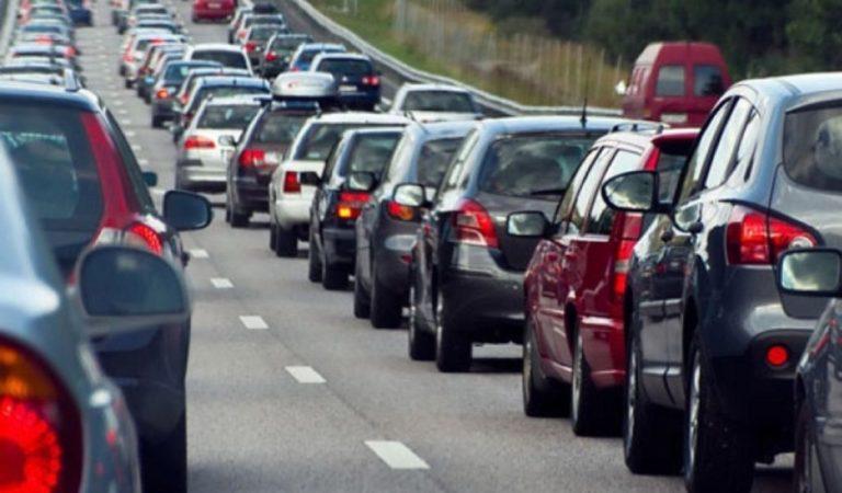 Stati Uniti, usano la corsia d'emergenza per saltare la coda: record di auto fermate dalla polizia