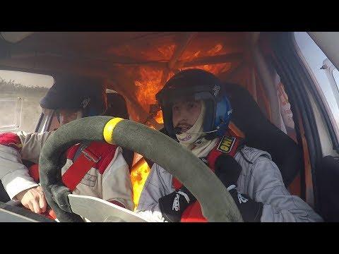 C'è ben poco da fare quando la tua auto da rally prende fuoco, o forse no? [VIDEO]