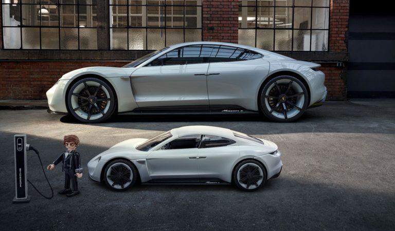 Playmobil ha creato una Porsche  Mission E per i piccoli guidatori di domani, con tanto di colonnina di ricarica