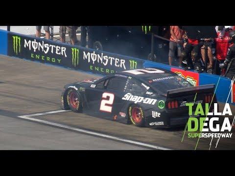 L'ingresso più bizzarro nei box durante una gara arriva dalla NASCAR [VIDEO]