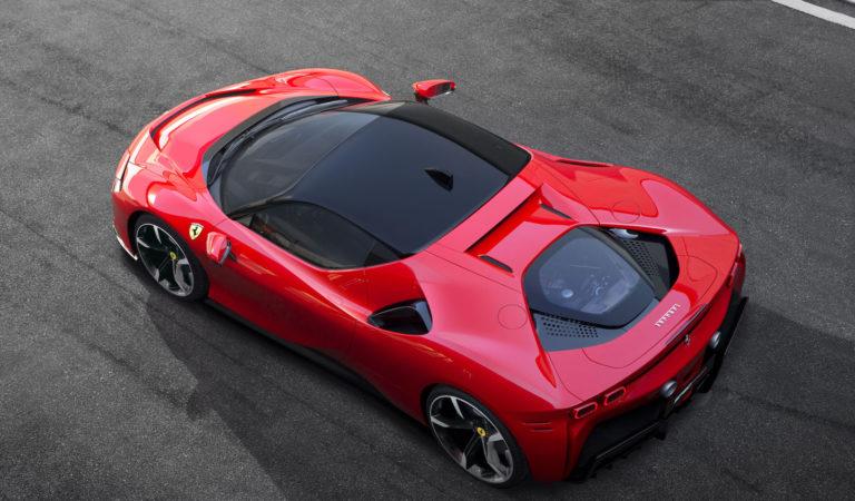 Ti piace la nuova Ferrari SF90 Stradale? [SONDAGGIO]