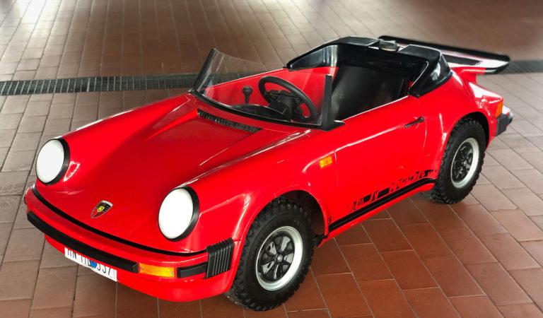 È in vendita una delle 200 Porsche 911 Cabriolet Junior: pensata per i bambini, ma con prezzi da adulti