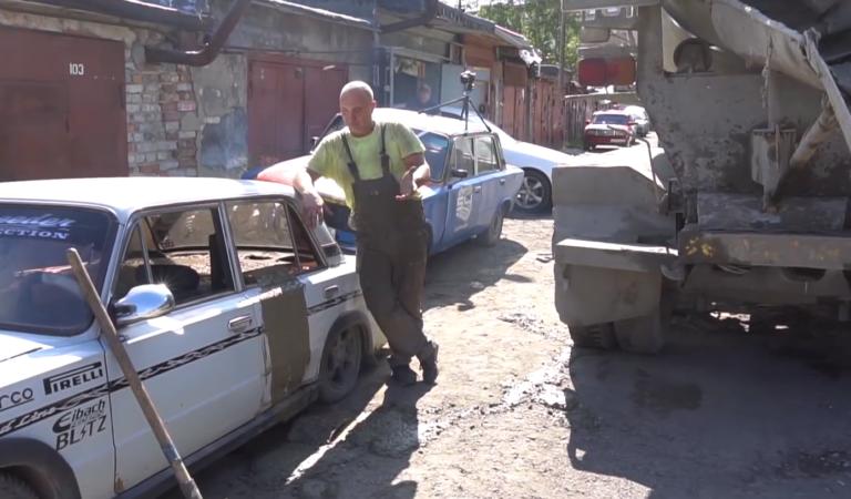 5 tonnellate di cemento non sono niente per una vecchia Lada
