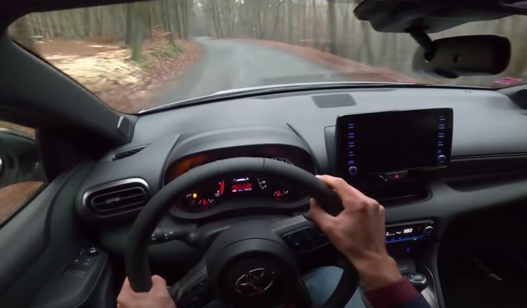 Guardate una Toyota Yaris GR divorare la campagna della Repubblica Ceca (VIDEO)