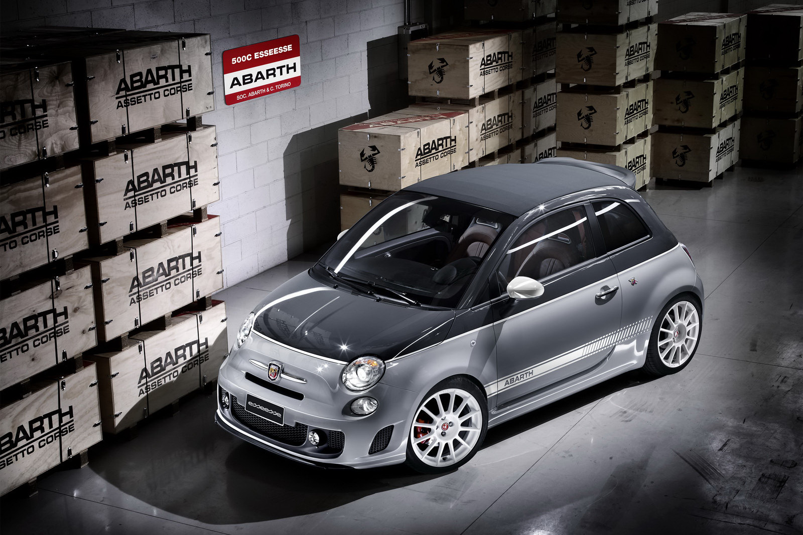 Abarth 500C Esseesse al Salone di Parigi 2010