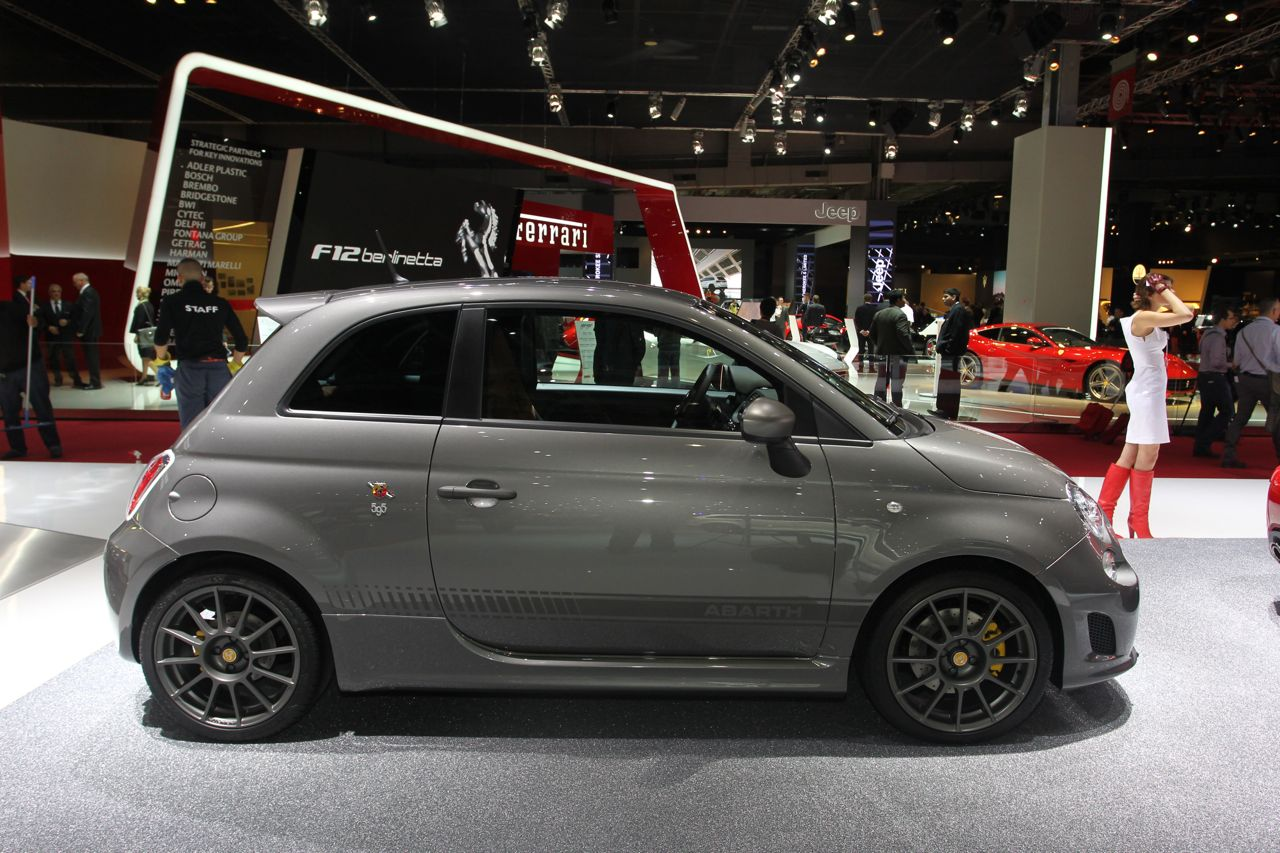 abarth 595 competizione salone di parigi 2012 1 12. Black Bedroom Furniture Sets. Home Design Ideas