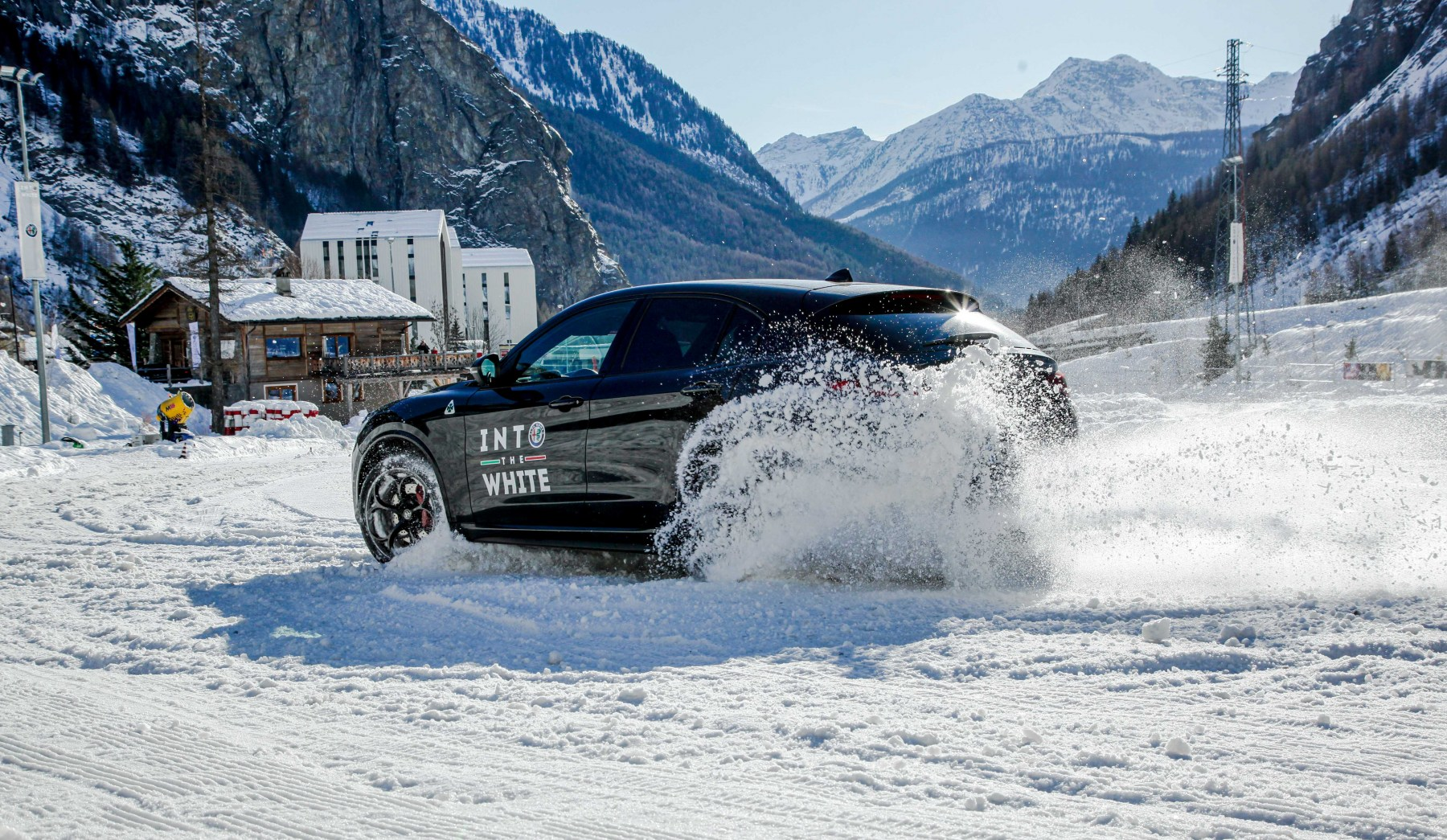 Alfa Romeo - Into The White