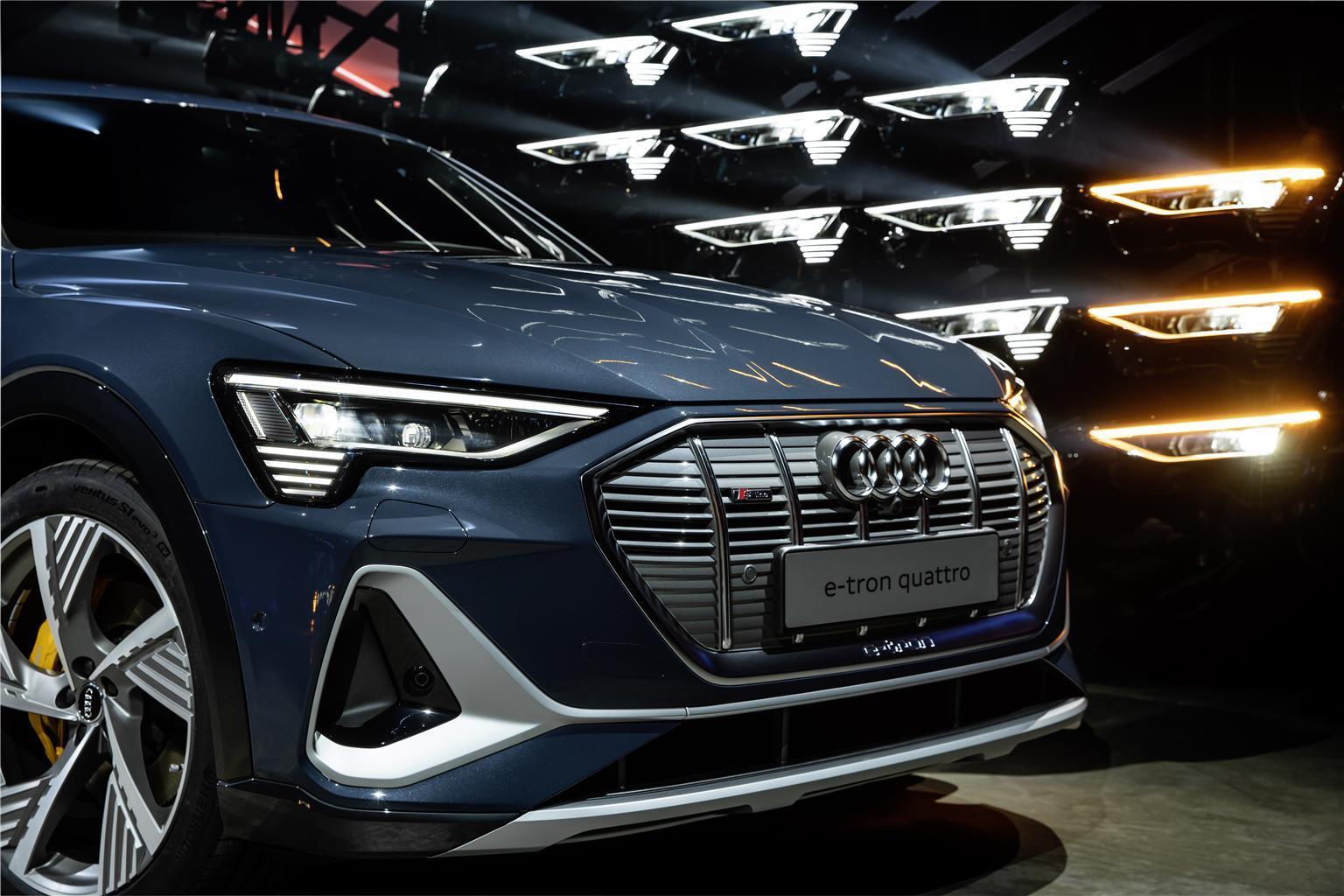 Audi e-tron Sportback - LED Digital Matrix