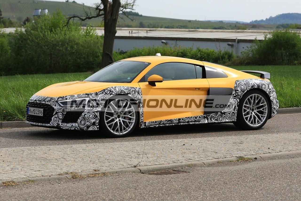 Audi R8 facelift foto spia 30-4-2018