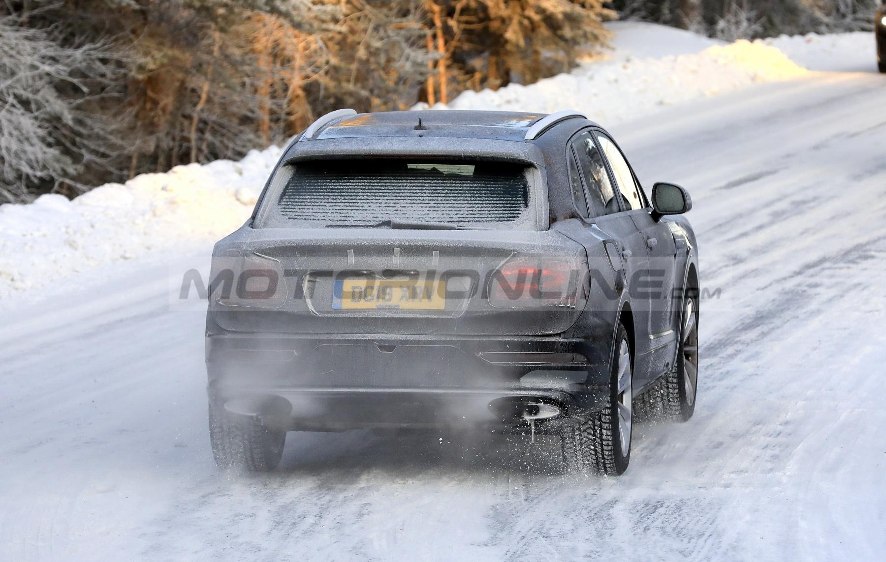 Bentley Bentayga 2021 - Foto spia 28-11-2019