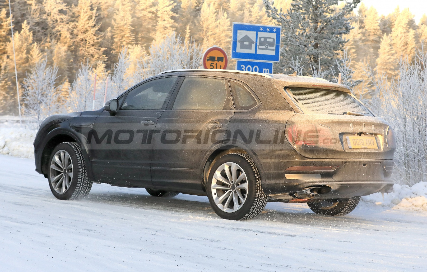 Bentley Bentayga 2021 - Foto spia 28-11-2019