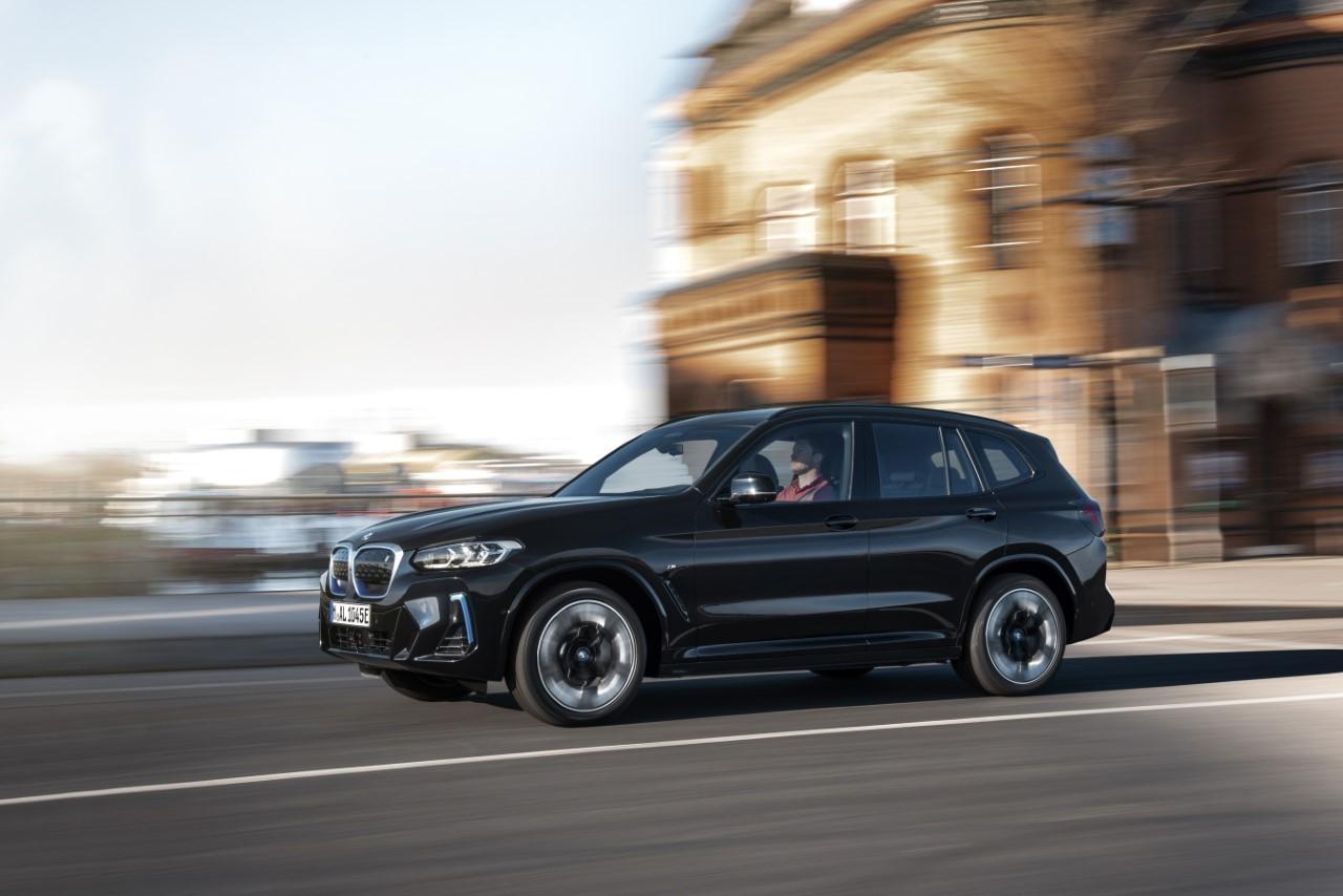 BMW iX3 2022 - Foto ufficiali