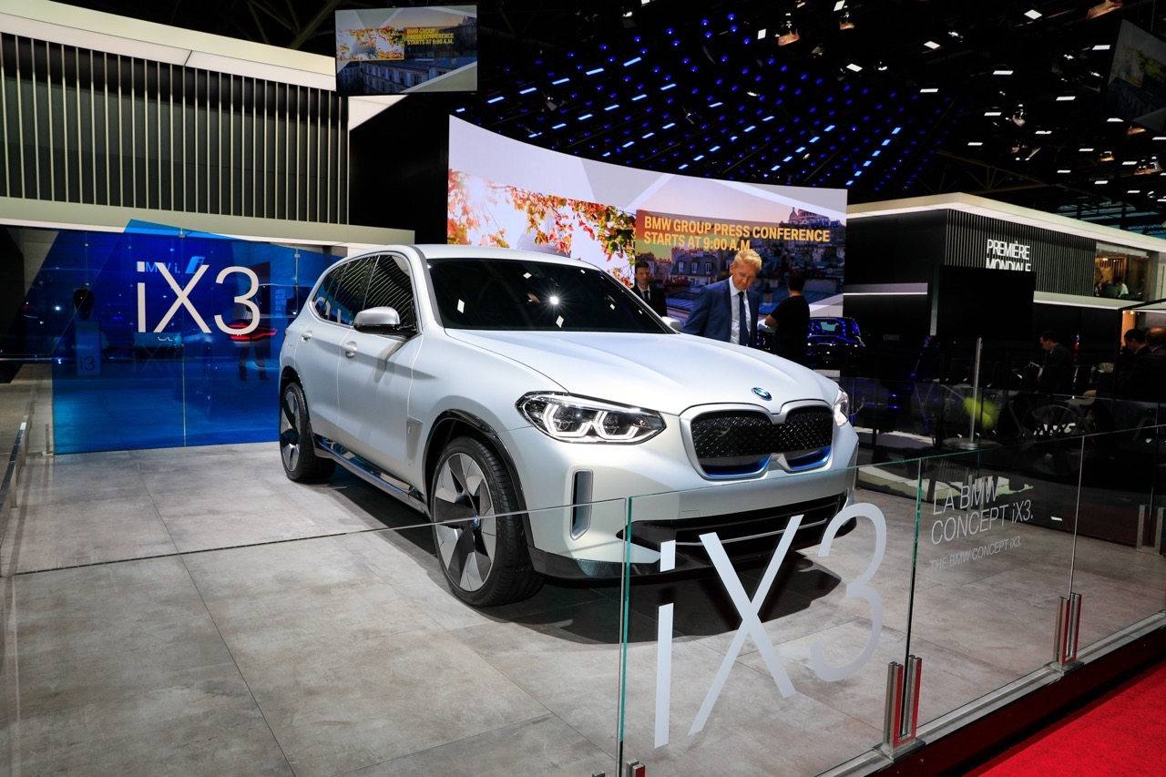 BMW iX3 Concept - Salone di Parigi 2018