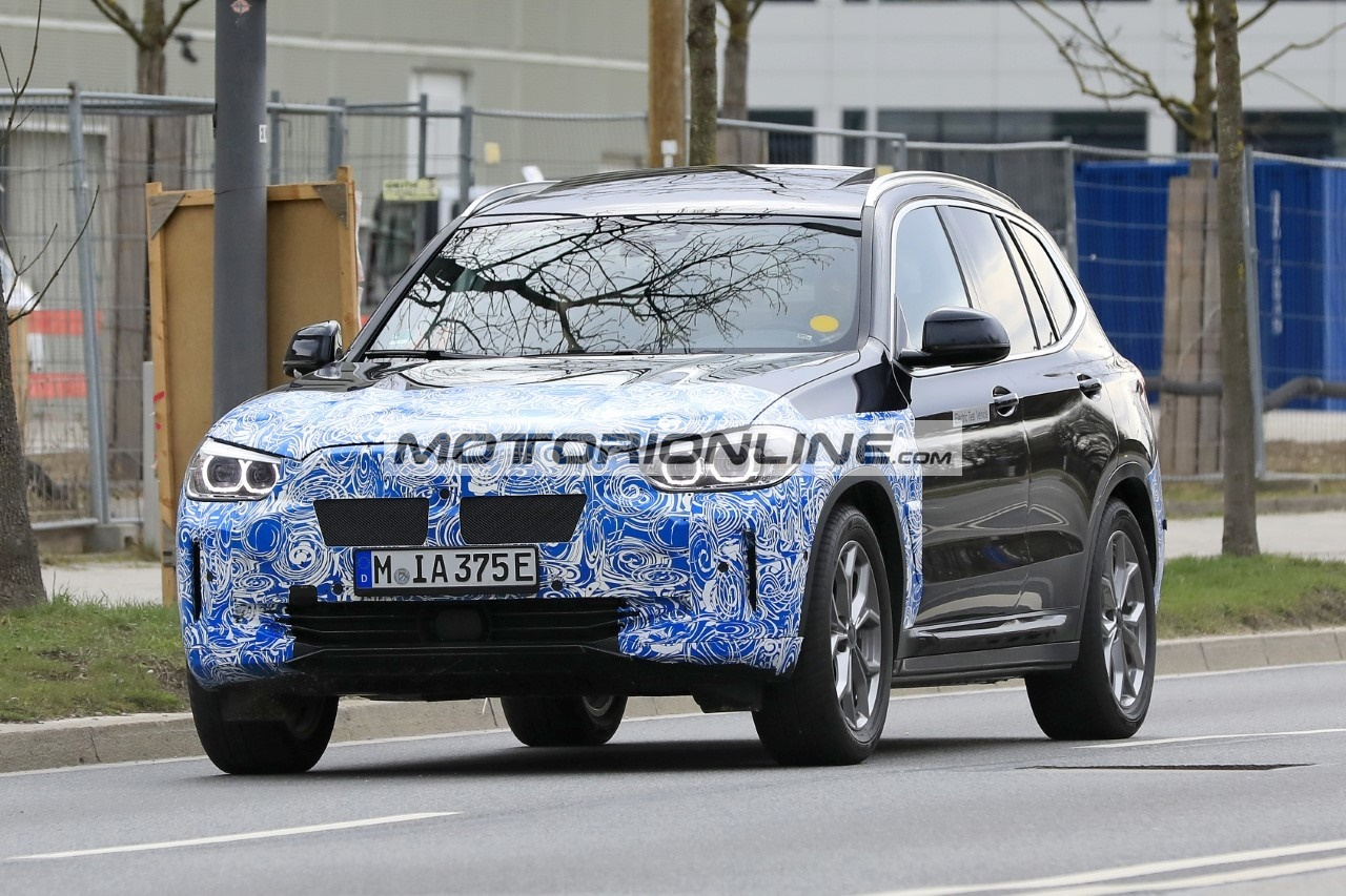 BMW iX3  - Foto spia 28-4-2020