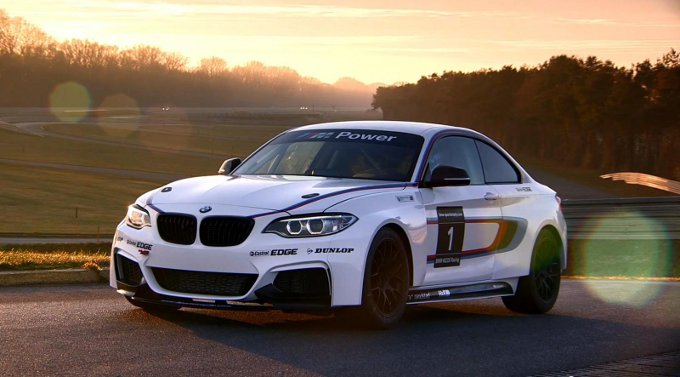 BMW M235i Racing in pista