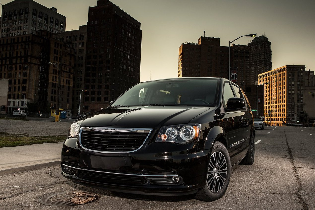 Chrysler Town & Country S 2013, foto