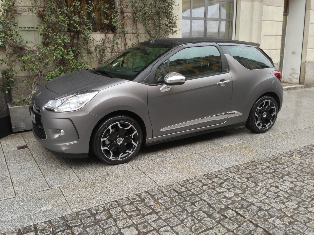 Citroen ds3 cabrio l 39 uomo vogue salone del mobile 2013 for Salone del mobile prezzi