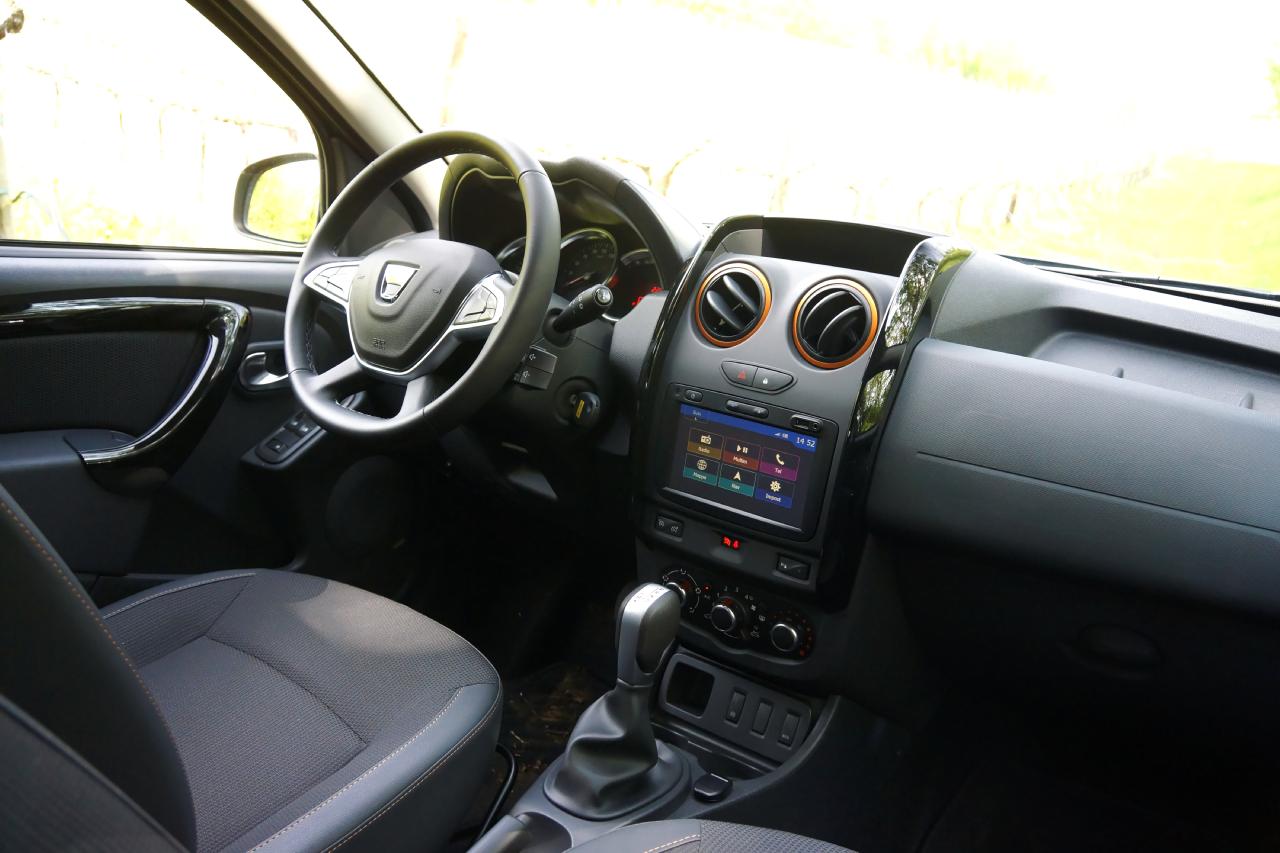 Dacia duster brave prova su strada 2017 63 85 for Dacia duster 2017 interni