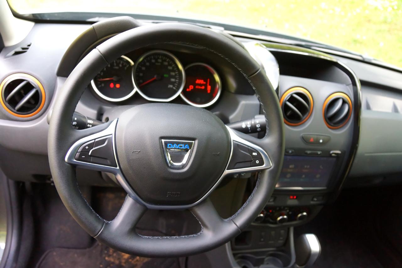 Dacia duster brave prova su strada 2017 50 85 for Dacia duster 2017 interni