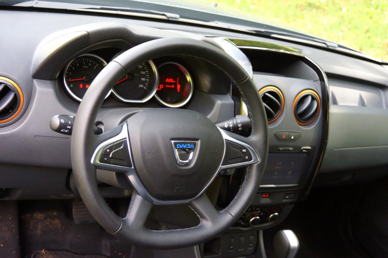 Dacia duster brave prova su strada 2017 65 85 for Duster interni