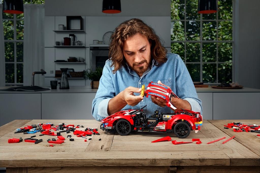 Ferrari 488 GTE AF Corse 51 - Lego Technic