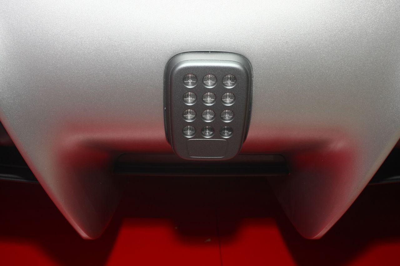 Ferrari f12 berlinetta alluminio e interni salone di for Interni salone