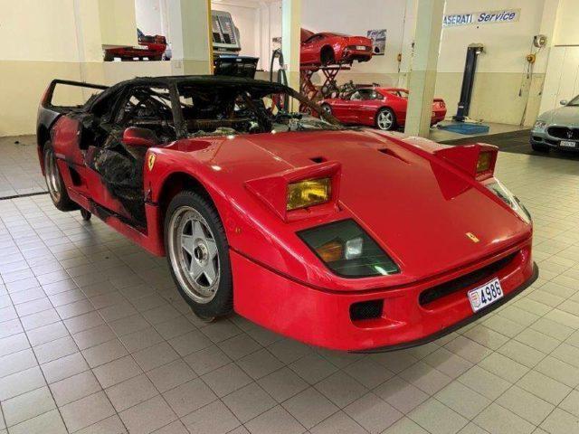 Ferrari F40 semidistrutta dalle fiamme