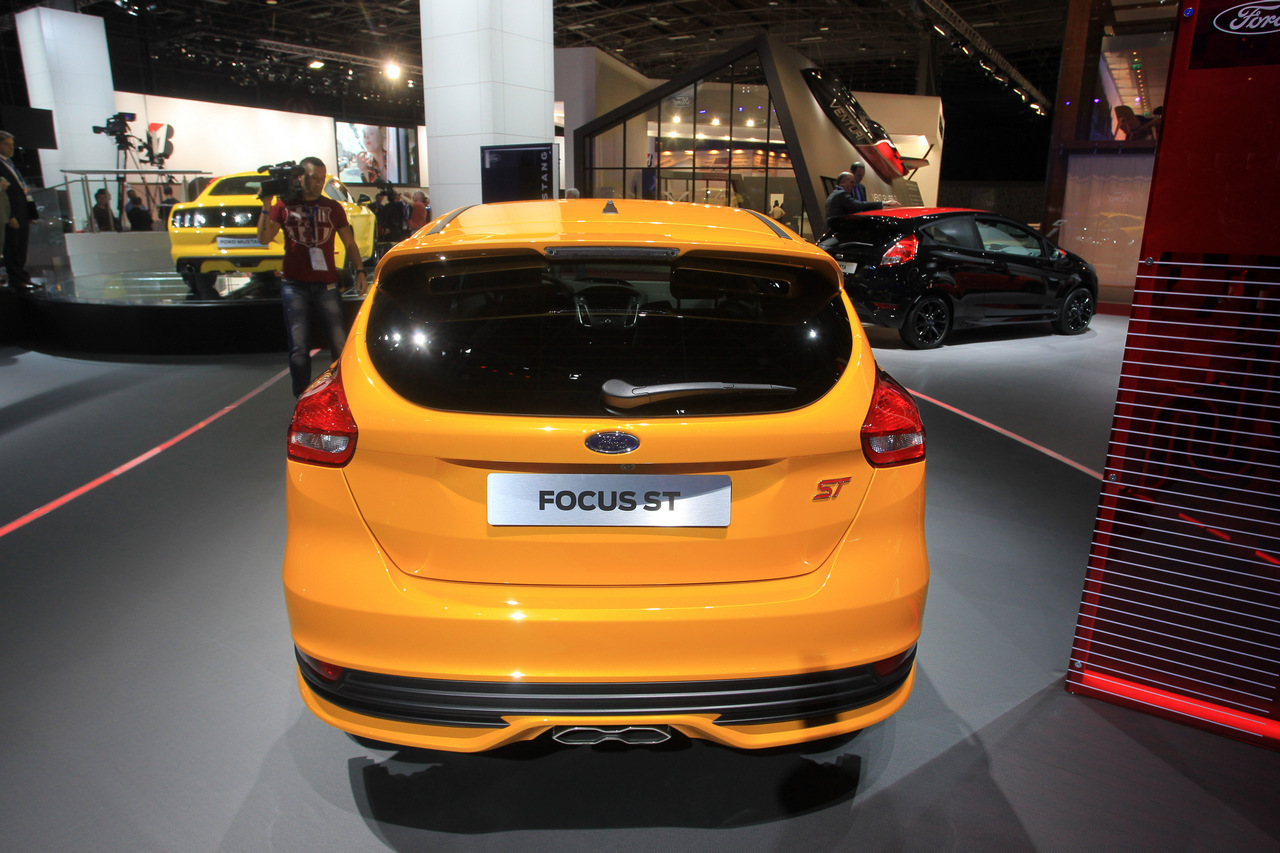 ford focus st e ford focus st sw salone di parigi 2014 11 16. Black Bedroom Furniture Sets. Home Design Ideas
