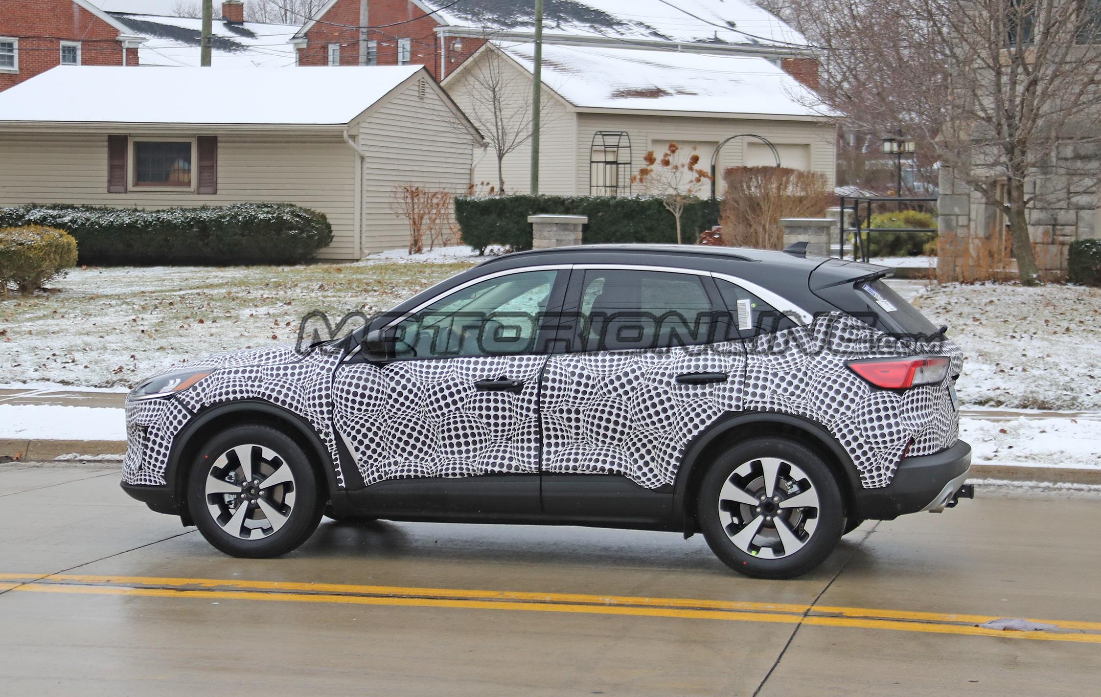 Ford Kuga Hybrid - Foto spia 14-02-2019