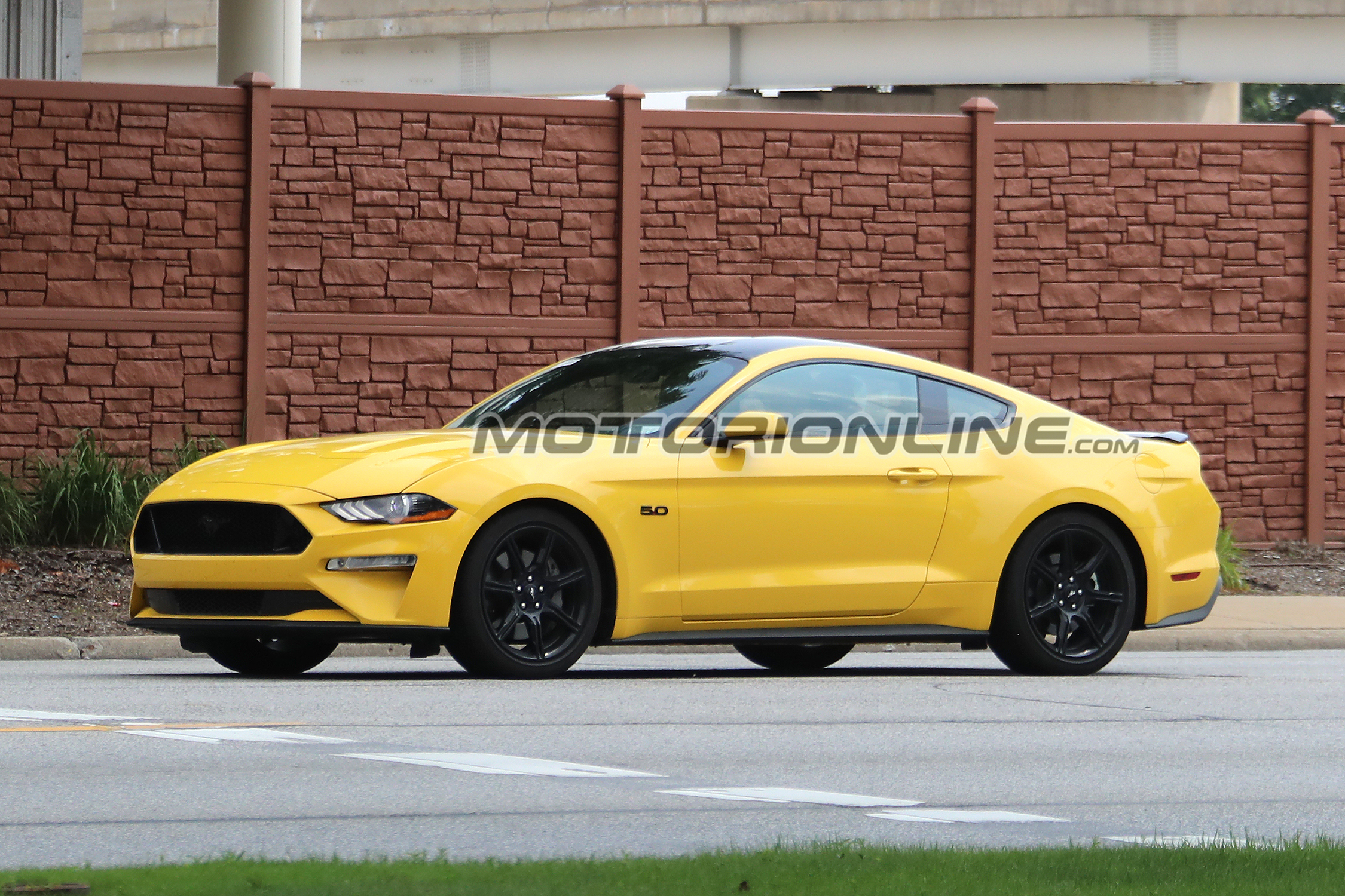 Ford Mustang GT MY 2018 Black Accent Pack foto spia 15 Luglio 2017