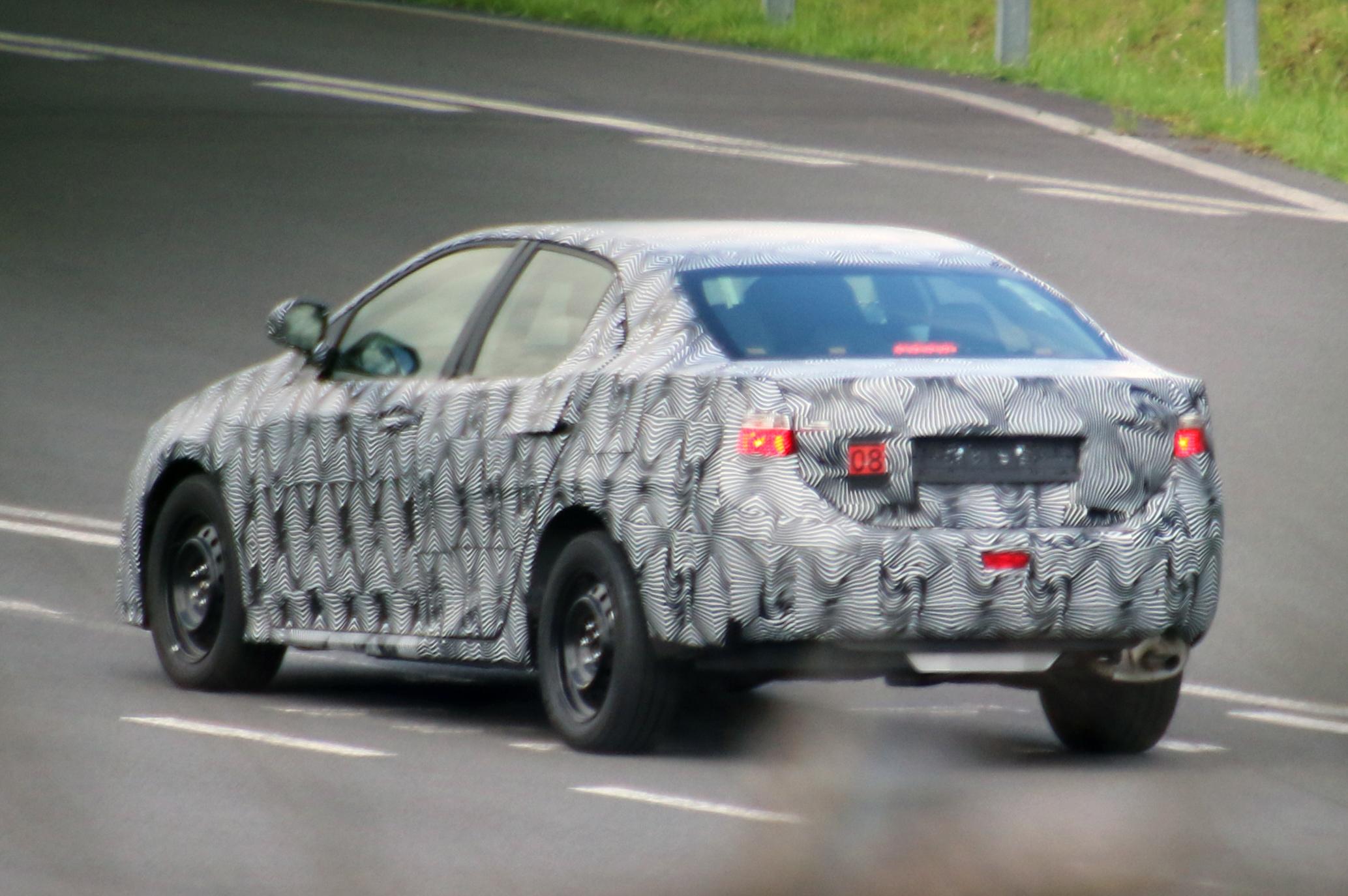 Toyota-Avensis-005