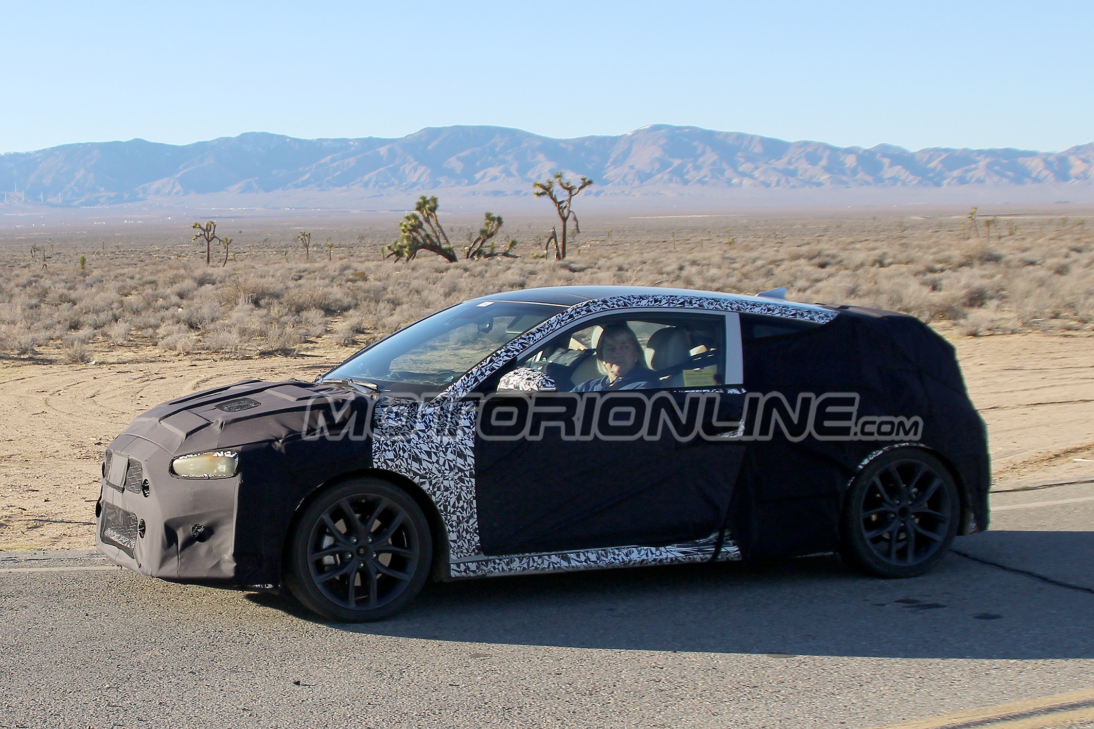 Hyundai Veloster Turbo 2019 - Foto spia 28-01-2017