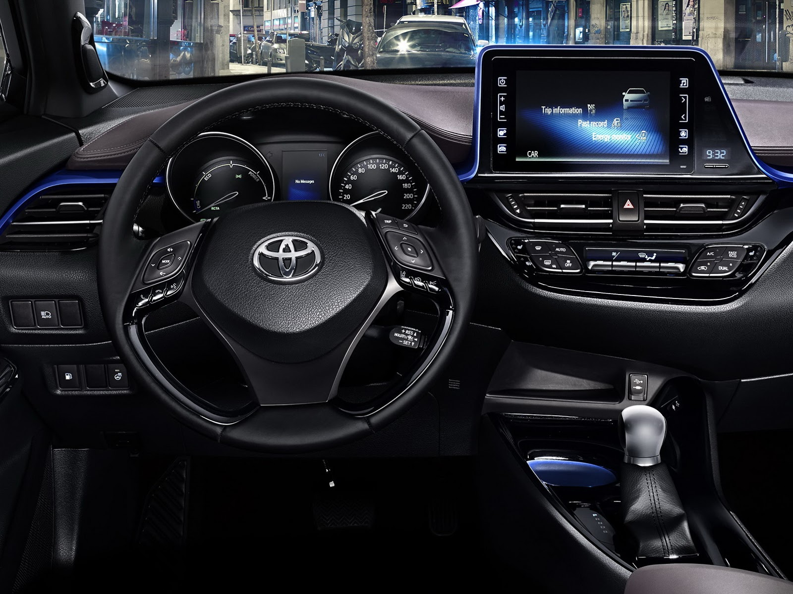 Interni Toyota C-HR 2017 - 7/23
