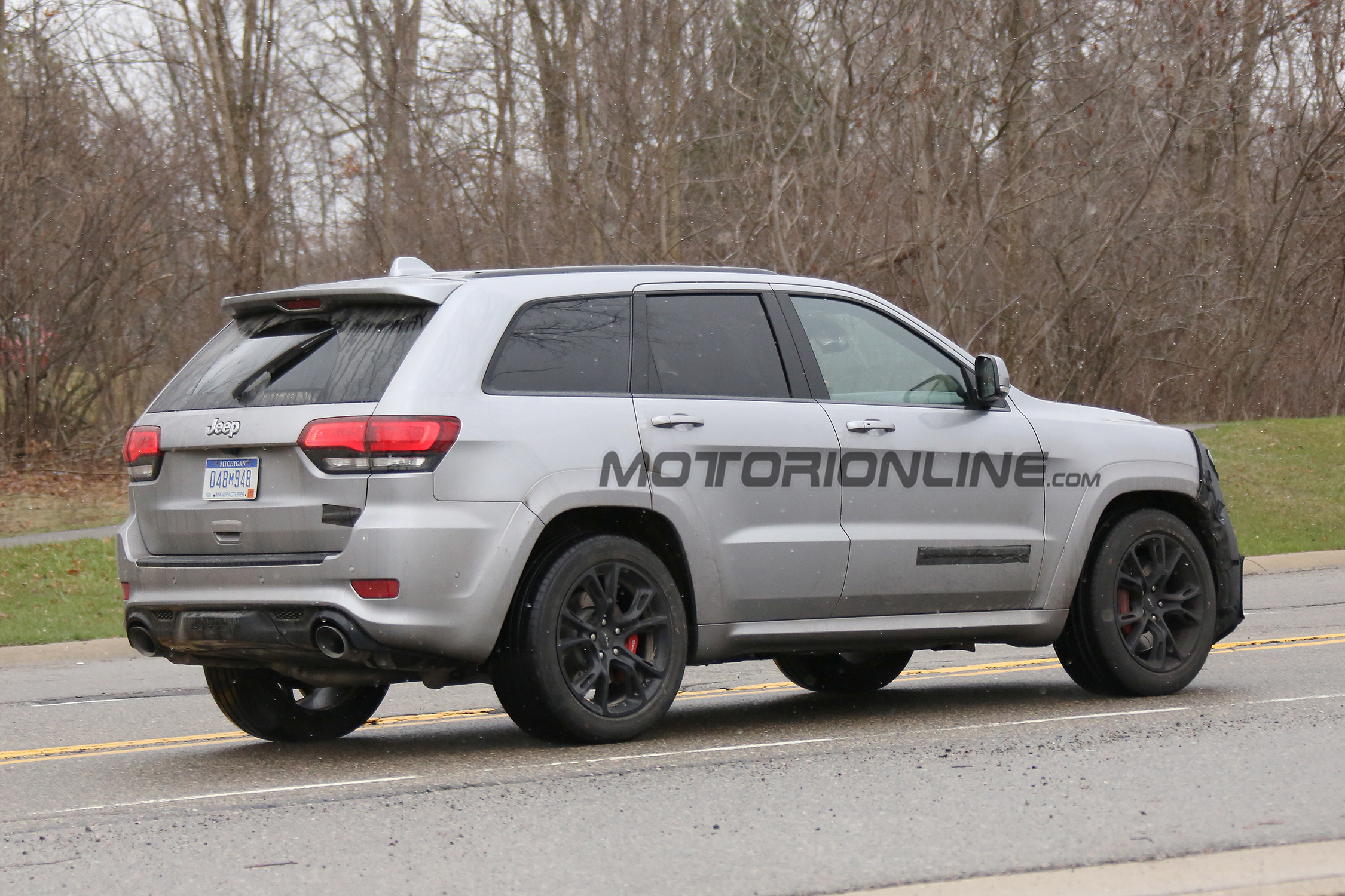jeep grand cherokee trackhawk spy shots jeep trackhawk forum. Black Bedroom Furniture Sets. Home Design Ideas
