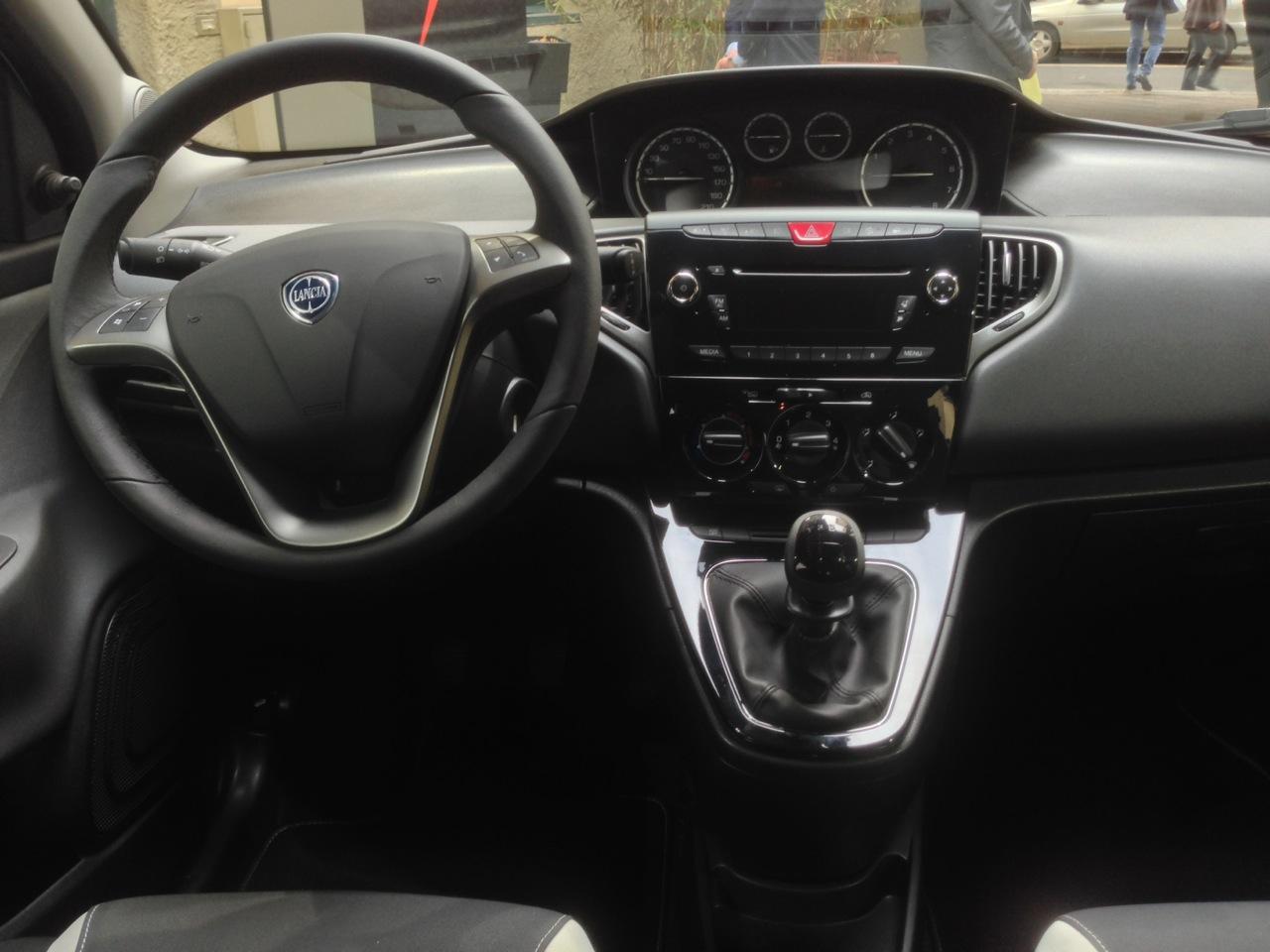 Lancia Ypsilon Elefantino My 2014 10 10