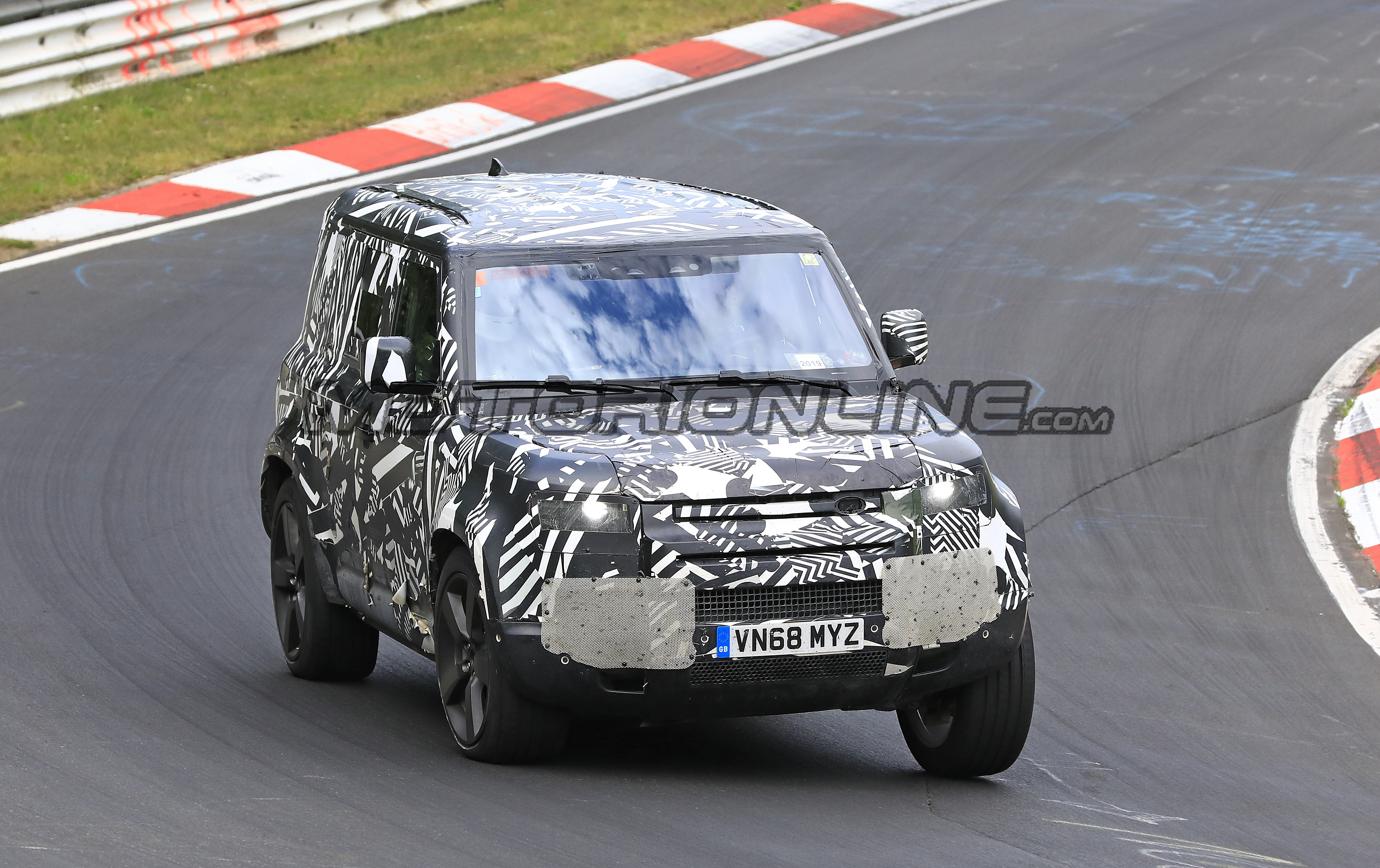 Land Rover Defender 2020 - Foto spia 03-07-2019