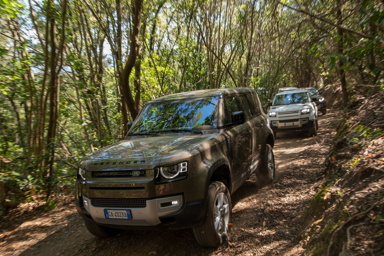 Land Rover Defender 2020 prova
