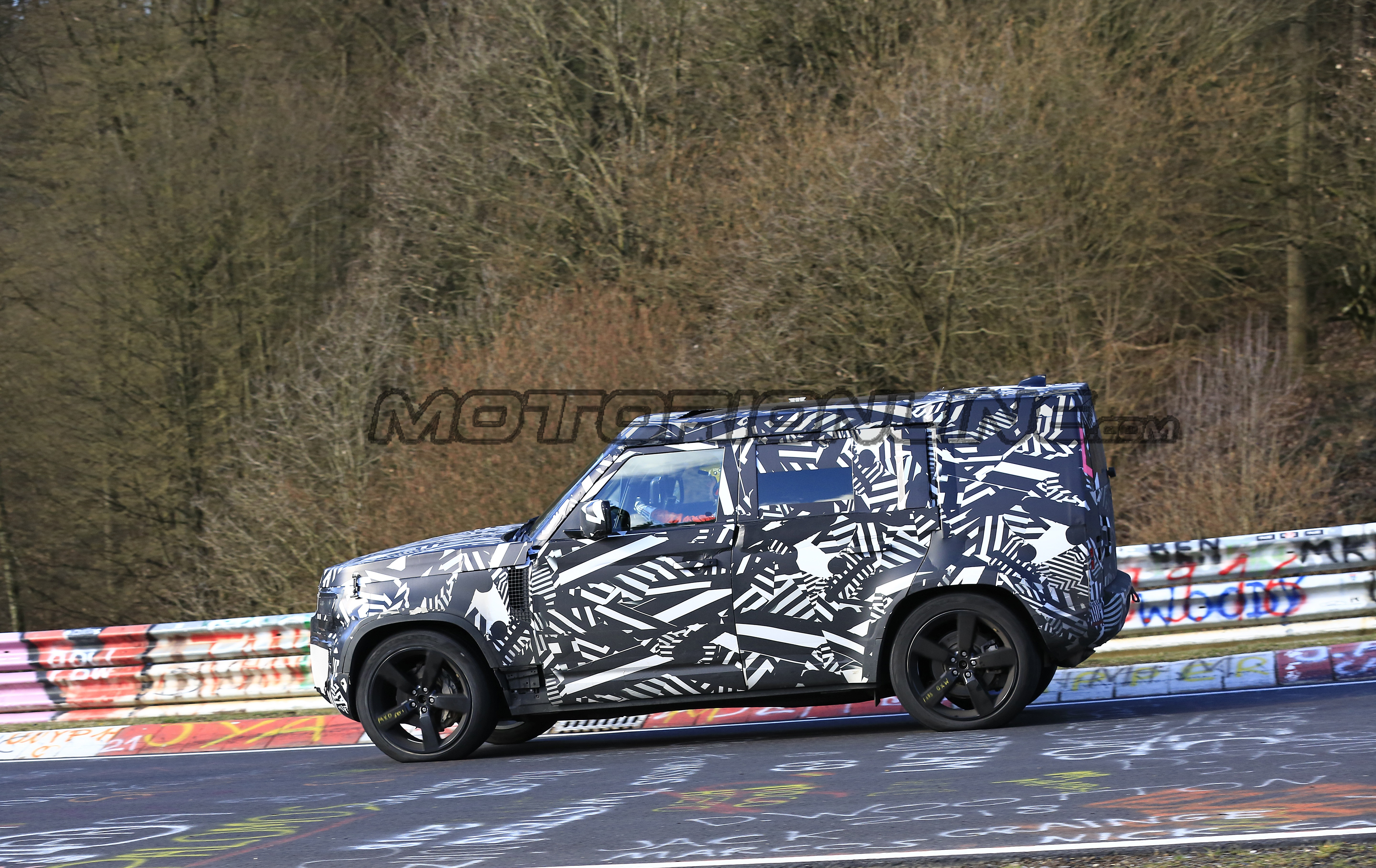 Land Rover Defender MY 2020 - Foto spia 19-03-2019