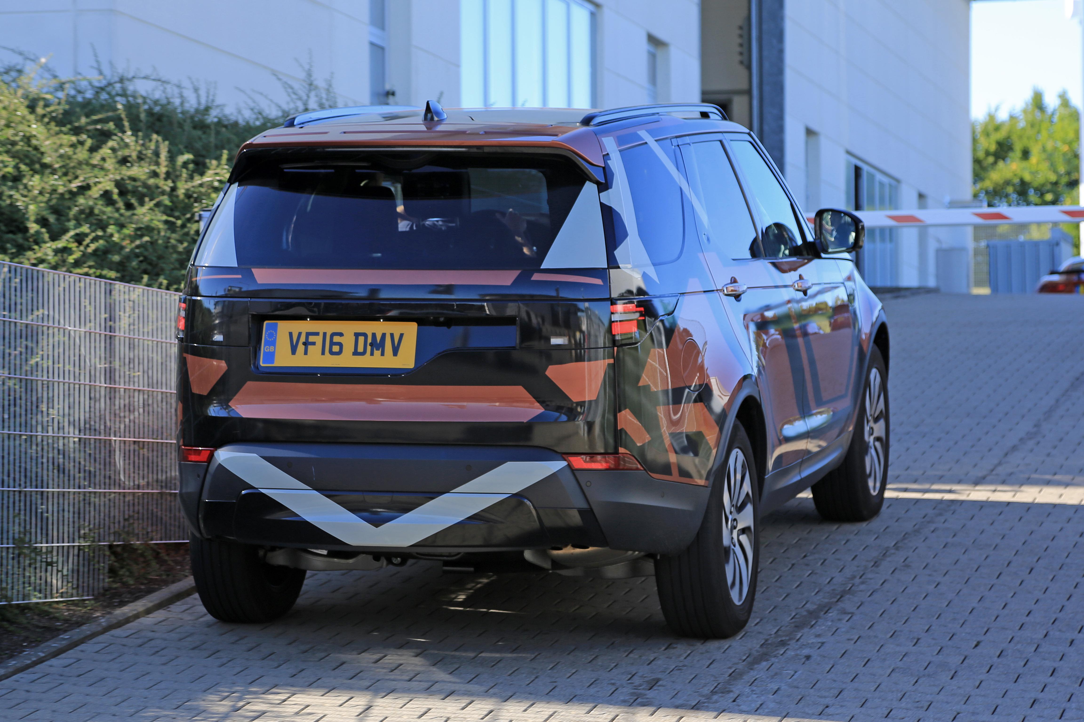 Land Rover Discovery 5 foto spia 25 agosto 2016