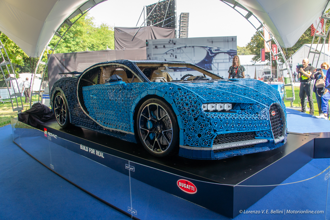 lego technic bugatti chiron 10 33. Black Bedroom Furniture Sets. Home Design Ideas