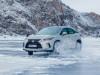 Lexus sul lago ghiacciato Baikal