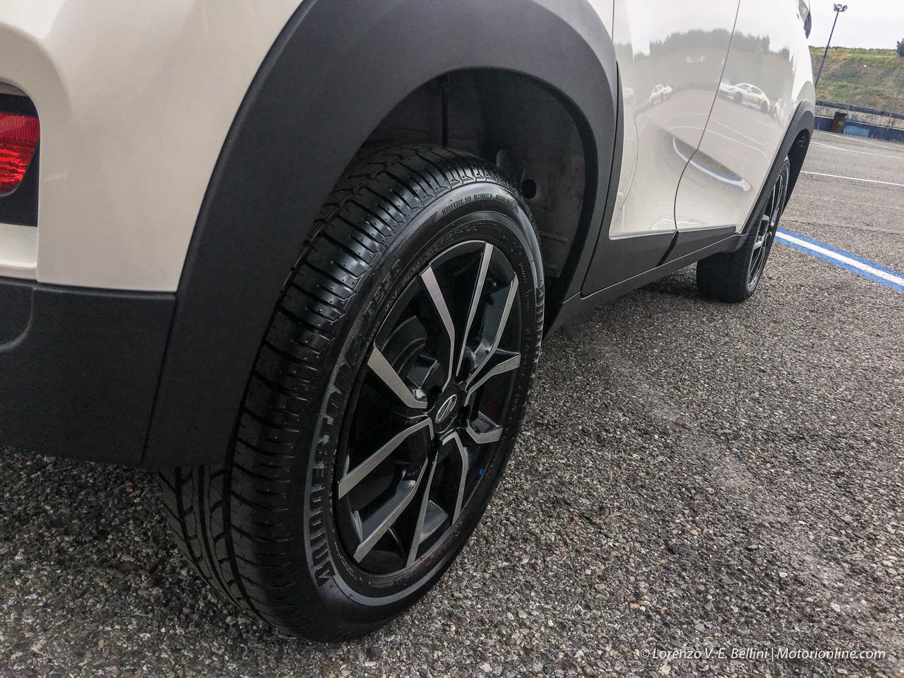 Mahindra KUV100 NXT e XUV500 2019 - Test Drive in Anteprima