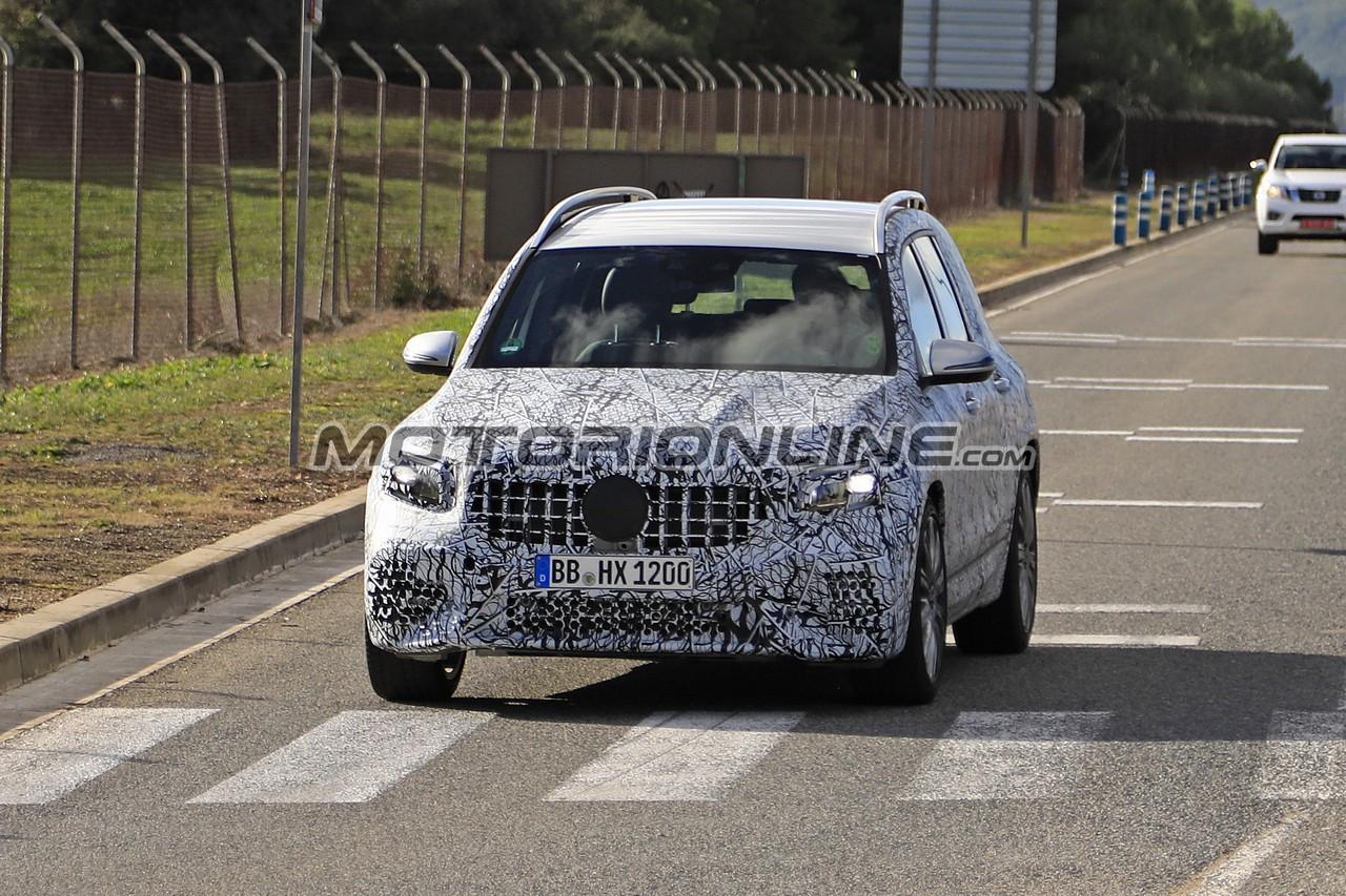 Mercedes-AMG GLB 35 foto spia 23 novembre 2018