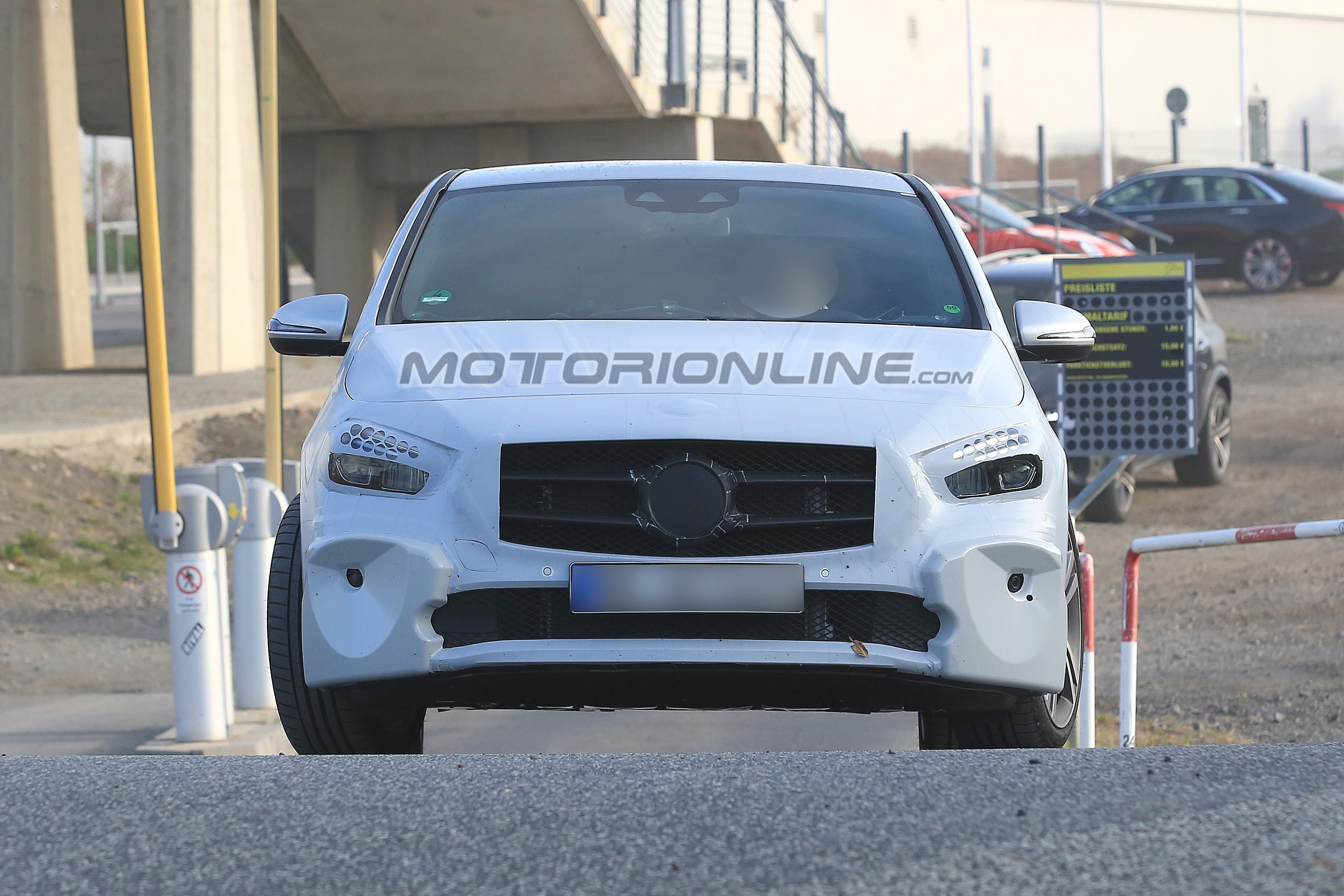 Mercedes Classe B foto spia 6 settembre 2018