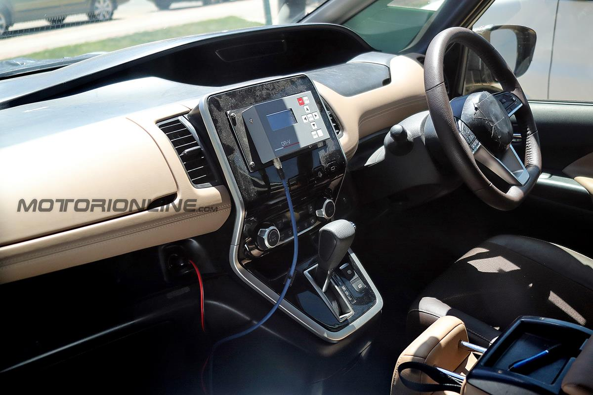 Nissan Serena - Foto spia 21-06-2016