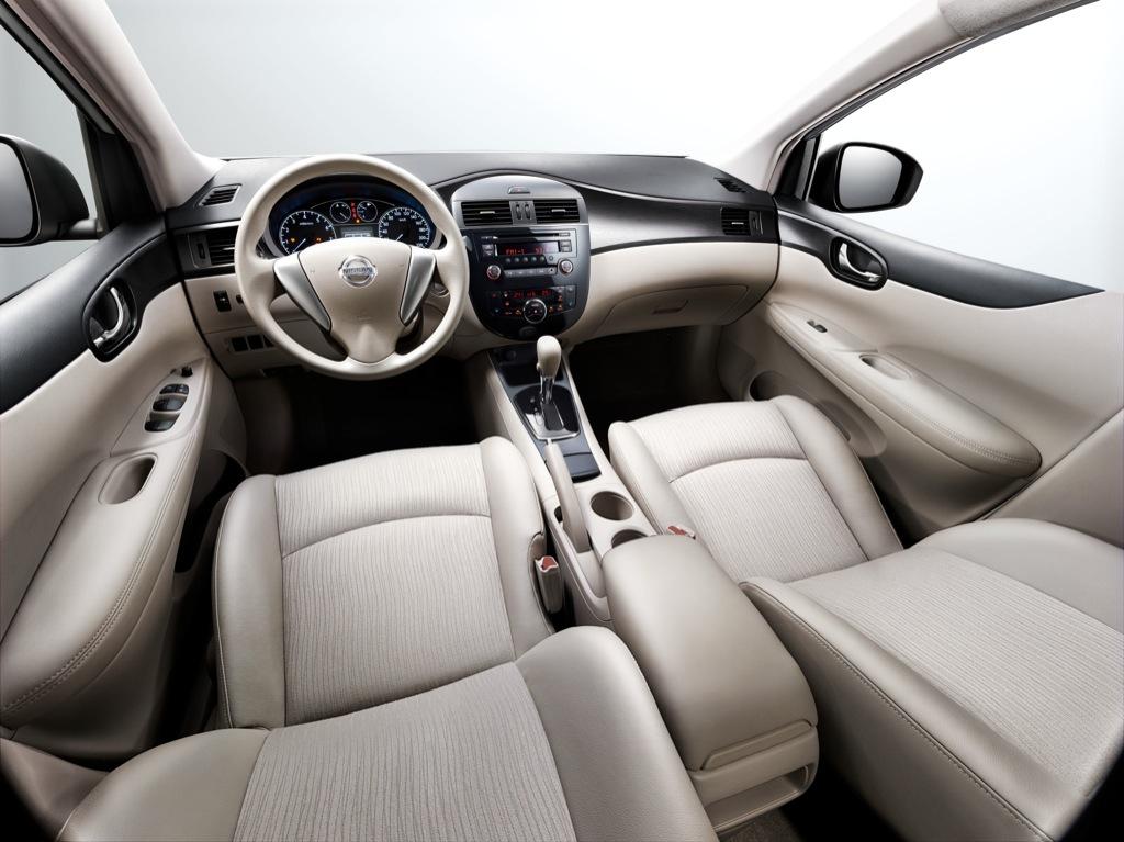 Nissan Tiida - Shanghai 2011