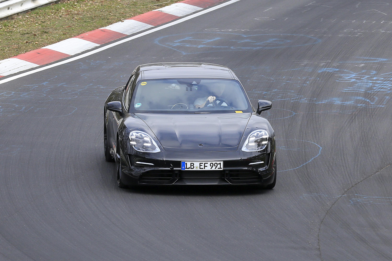 Nuova Porsche Taycan Sport Turismo 2020 - Le foto al Nurburgring